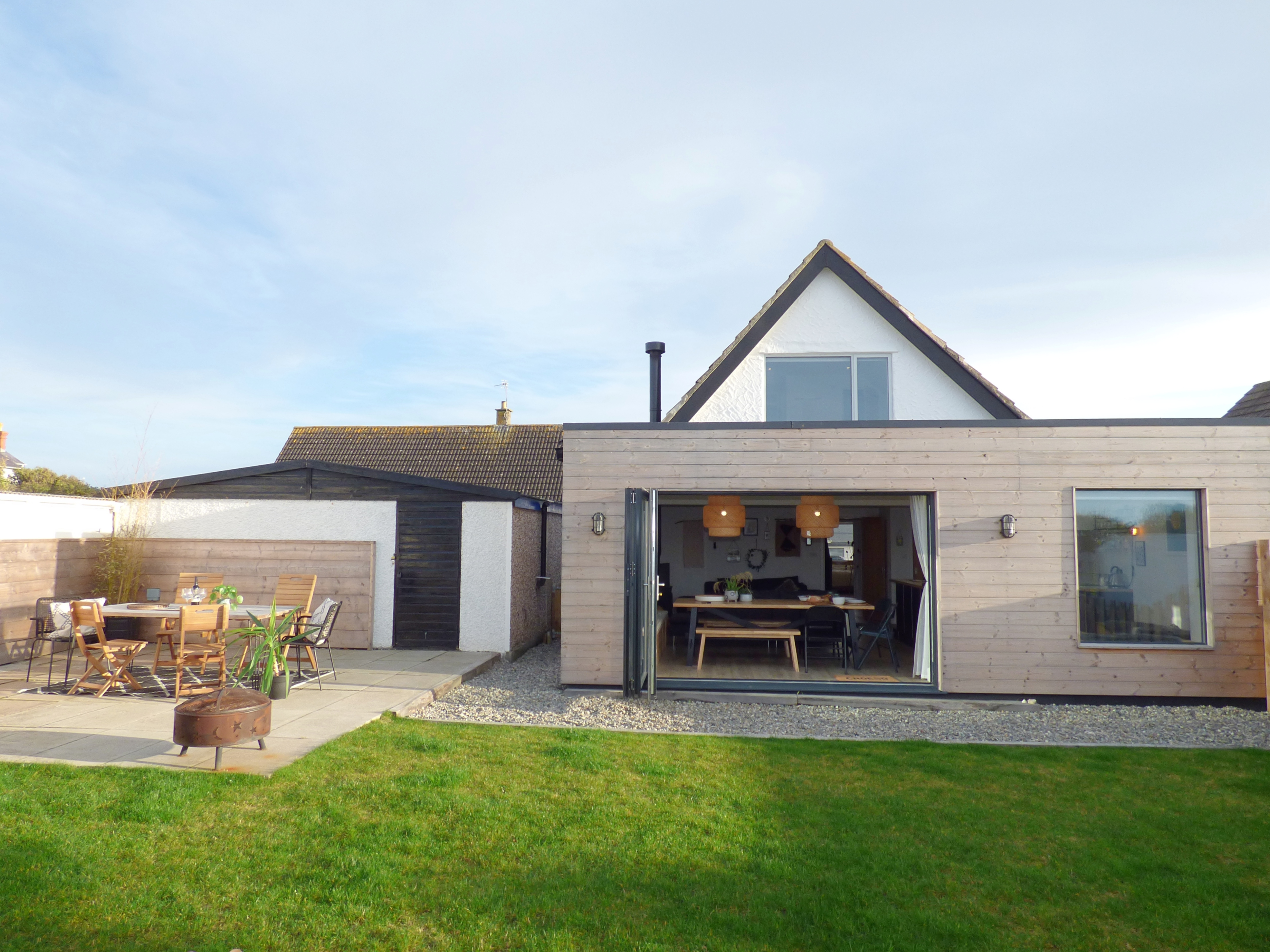 Child & Dog Friendly Back Garden with Bifolds onto Sea Views